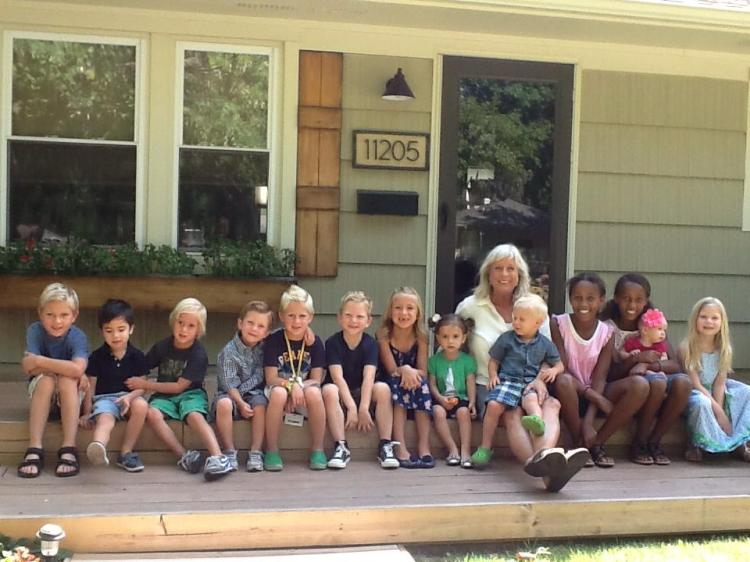 Becky with her grandkids/Becky 與她的孫子們(現在已經多六個了)